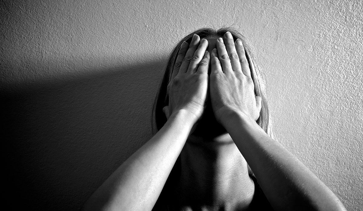 Demeurer à la maison avec un conjoint violent ? Pire que le COVID-19 !